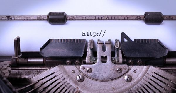 15054288_vintage-typewriter